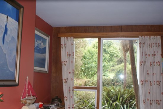 Peel Forest Homestays: view from lounge looking up to Little Mt Peel across the bush