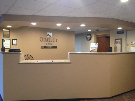 Quality Inn Stadium Area: Newly renovated front desk