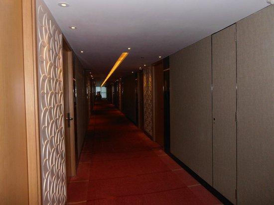 Park Hotel Hong Kong: 8th floor hallway