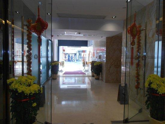 Park Hotel Hong Kong: Side entry onto Cameron Road