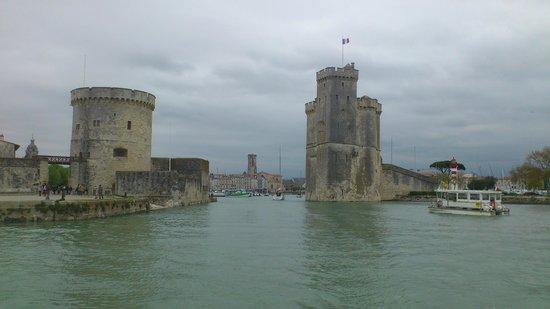 Vieux Port : Vue sur les tours