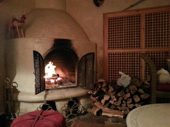 Riad Africa: Het haardvuur in de gezamelijke woonkamer
