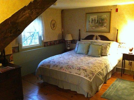 Nutmeg Inn: The Clove room.