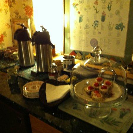Nutmeg Inn: The guest kitchen.