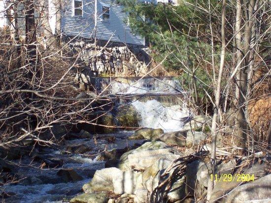 Wentworth Golf Club: Jackson falls house on the edge