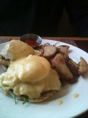 Hilton Baltimore : Eggs Benedict with CRAB MEAT for Breakfast