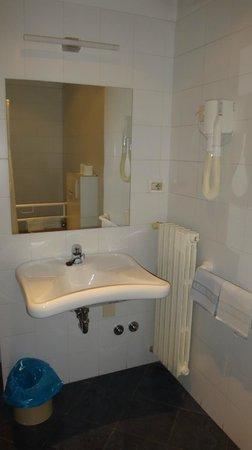 Hotel Tre Re: Banheiro