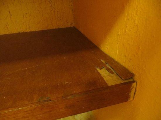 Iberostar Tucan Hotel : Hora de arreglar los estantes