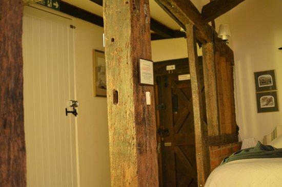 Hononton Cottage Bed & Breakfast : Willowpit view of back door