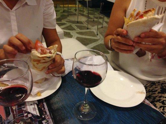 Grecia, Cafe y Suvlaki: con un Vino o cerveza.