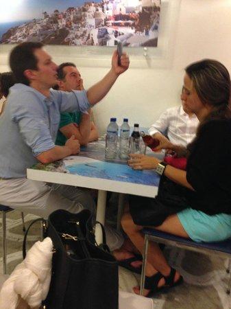 Grecia, Cafe y Suvlaki: reserve si puede.Muy concurrido