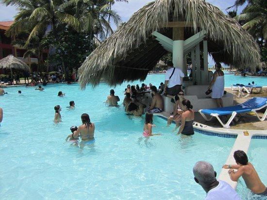 Caribe Club Princess Beach Resort & Spa: BARRA PISCINA