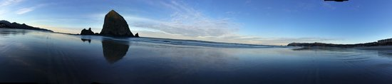 Hallmark Resort & Spa Cannon Beach : beach view
