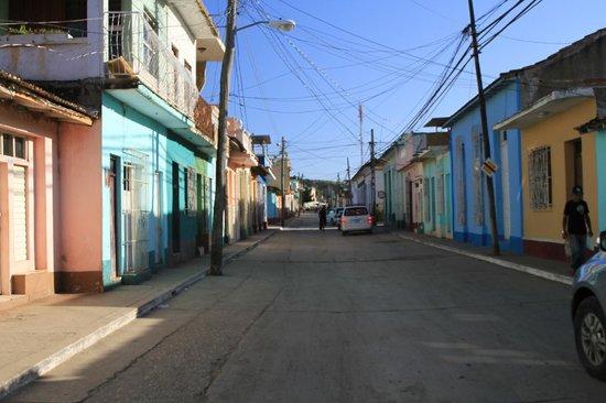 Hostal Casa di  Elio Ramos: La rue Lino Perez où est située la casa