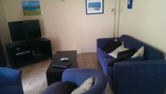 Onetangi Beach Apartments: lounge