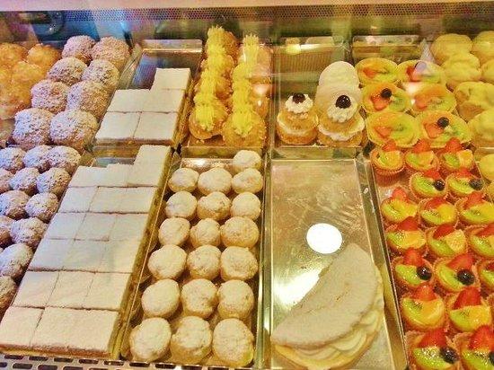 Romeo Giulietta: Cafe/Pastry Shop