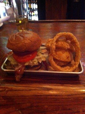 Fox & Hound Pub & Grille