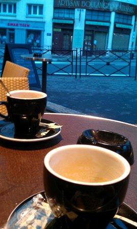 Niagara: Cappuccino outside