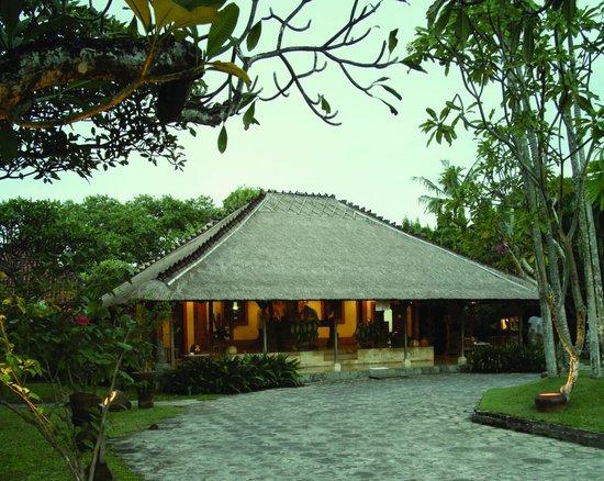 Tandjung Sari Hotel - Lobby