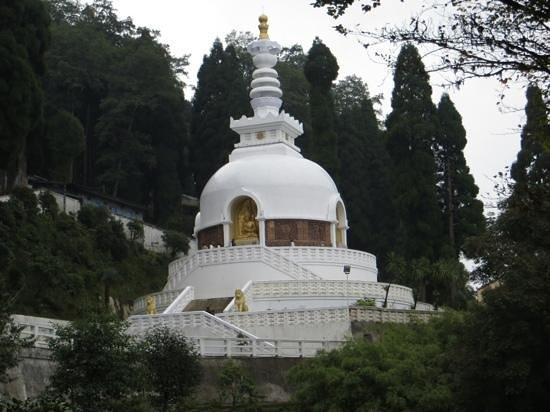 Japanese Peace Pagoda: Interesting carvings