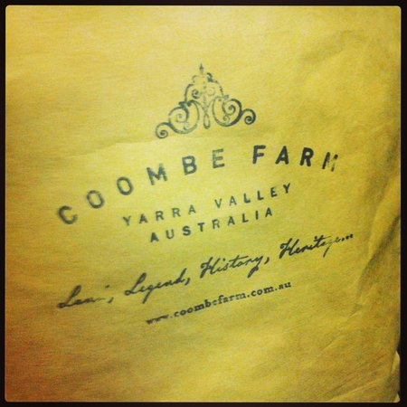Yarra Valley Wine Tasting Tours : Coombe Farm Winery - our first stop!