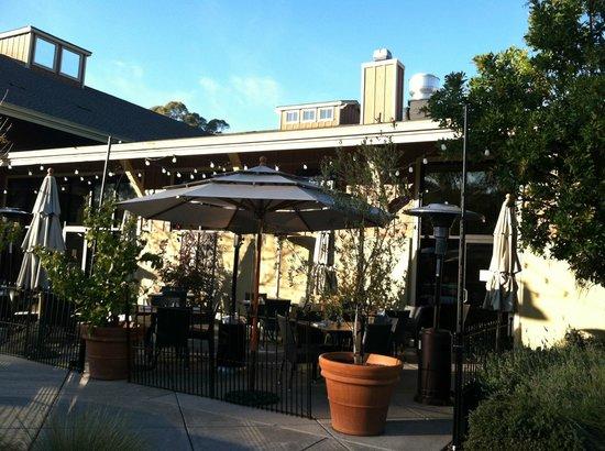 Sweet T's Restaurant & Bar: Outdoor patio
