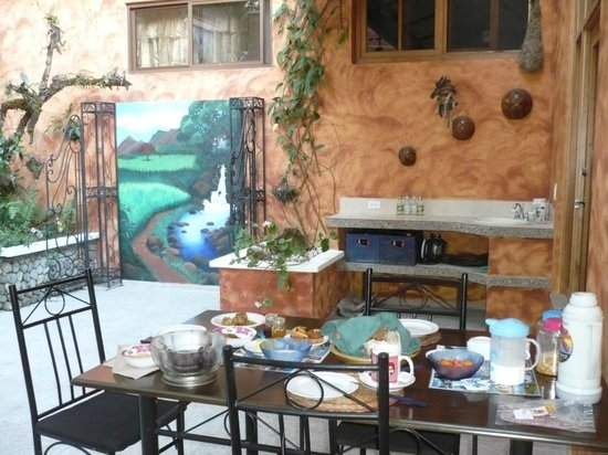 Casa Mariposa : Breakfast served in the inner courtyard