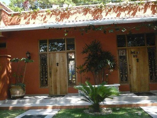 Casa Mariposa : Front door area