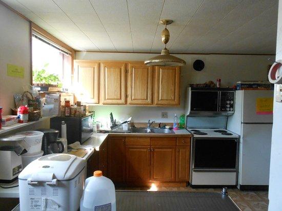 Glacier House Hostel : kitchen