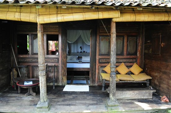 Bambu Indah Udang House With Tempered Glass Floor Panels