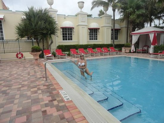Acqualina Resort & Spa on the Beach: Tranquility pool...
