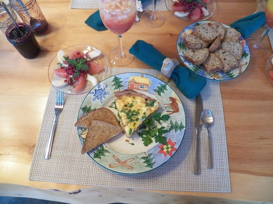 Silent Sport Lodge Bed and Breakfast : Sunday Breakfast. Delicious!!!!