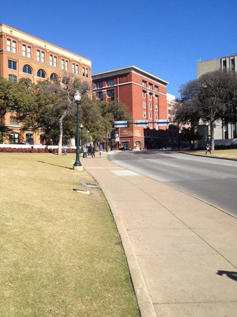 Candlewood Suites - Dallas Market Center: Dealey Plaza where Kennedy was assassinated (and 6th Floor Museum) only minutes away