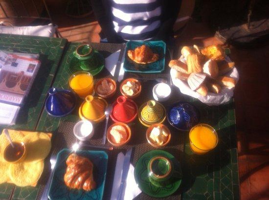 Riad Les Nuits de Marrakech : Café da Manha delicioso