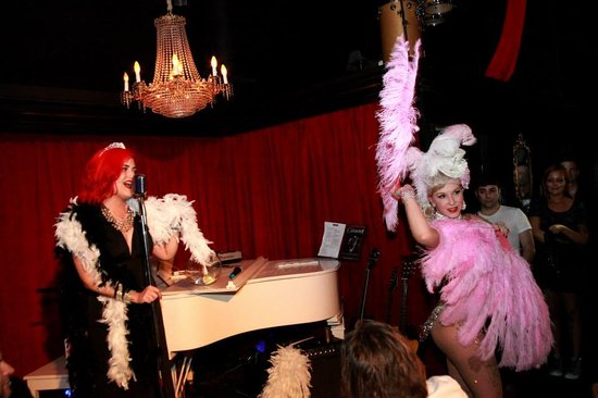 The Cabaret South Beach : Singing and burlesque