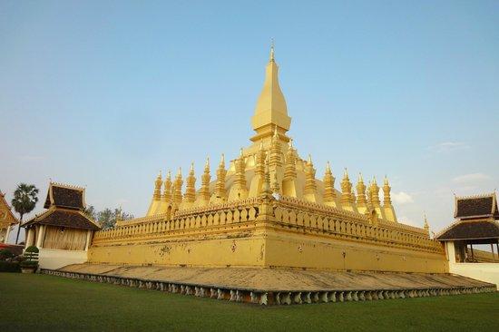Pha Tha Luang (Große Stupa): 特徴ある形