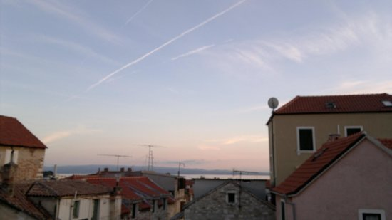 Zephyrus Boutique Accommodation : vening view to the port