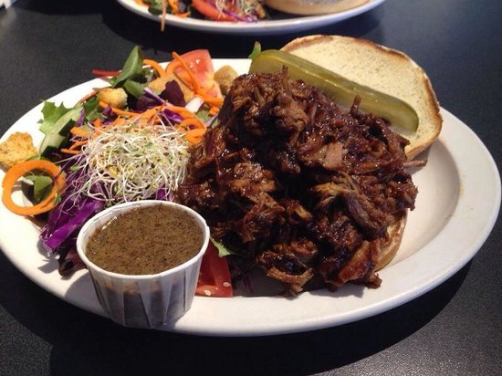 Big Hoss Grill : amazing brisket sandwich!