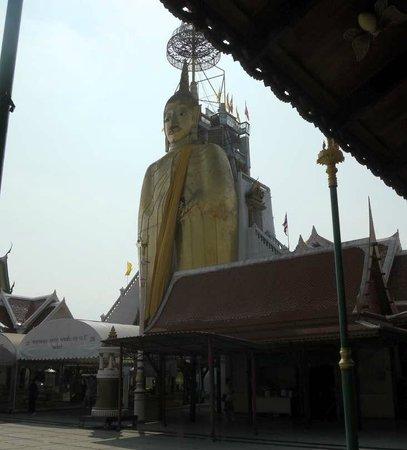 Wat Indra Viharn : The Big (but not grand) Buddha