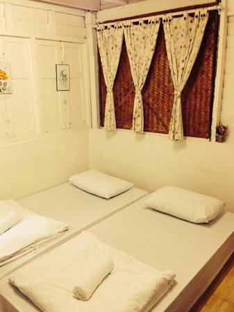 Khaosan Baan Thai: Chambre #104 avec climatisation