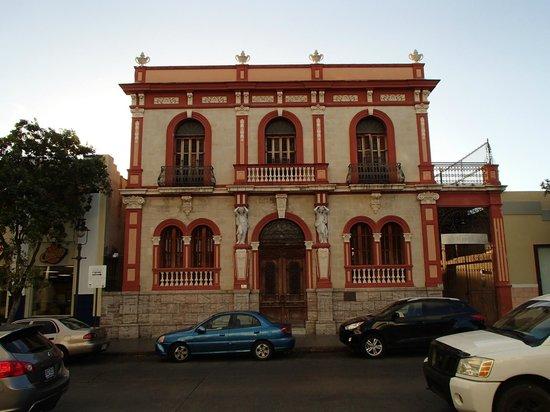 Plaza of Delights (Plaza de las Delicias): Architecture 2