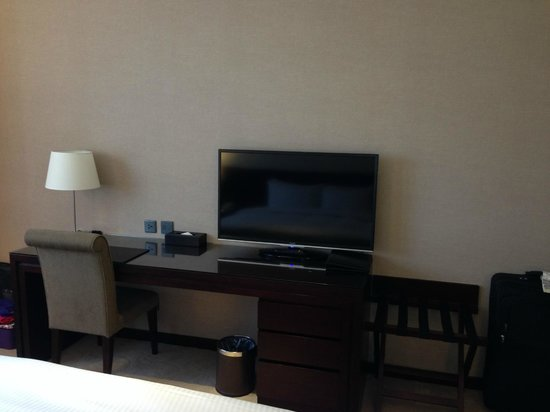 Lai Lai Hotel: Flat screen TV - HBO in English