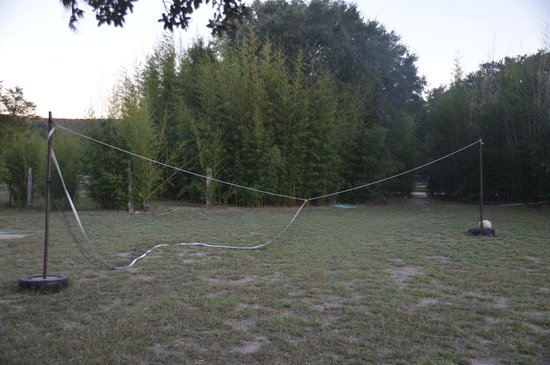 Foxfire Log Cabins: The volleyball net needs some TLC at Peach Tree