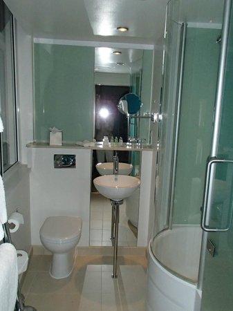 The Cumberland : bathroom