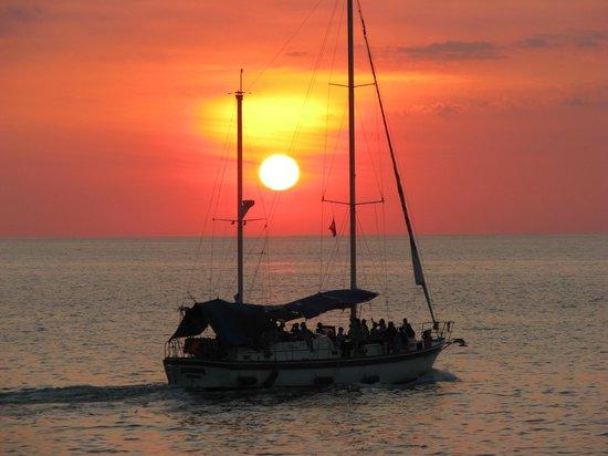 Manuel Antonio Catamaran Adventures: Beautiful Costa Rican Sunsets