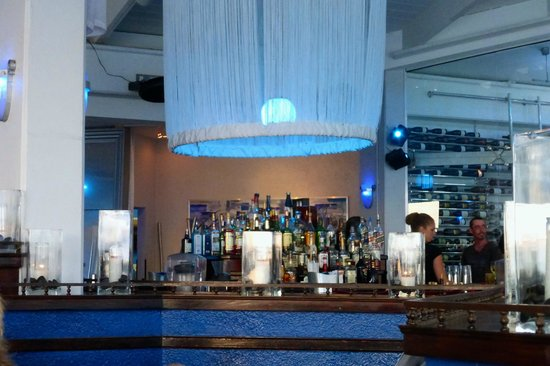 Havana Blue: Bar in center of restaurant is well stocked and background music added to the relaxing ambience.