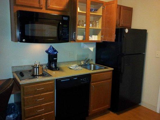 Candlewood Suites Boise: Kitchen