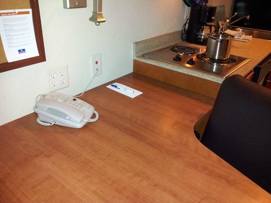 Candlewood Suites Boise: Workspace, note the quad outlet!