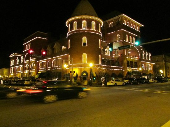 BEST WESTERN PLUS Windsor Hotel Americus: Holiday lights at the Windsor Hotel