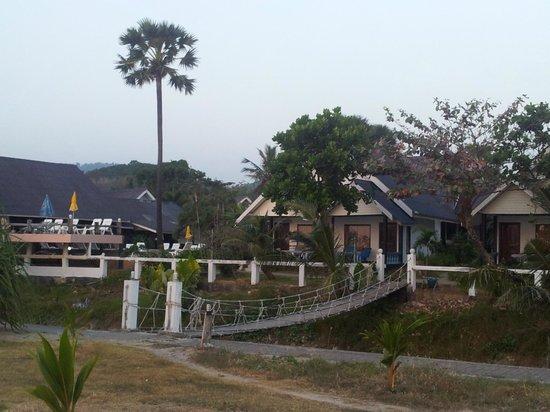 Lanta Il Mare Beach Resort : Vista del bungalow des de la playa